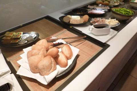 成田空港第2ターミナル、カンタス航空・ビジネスクラスラウンジのパン