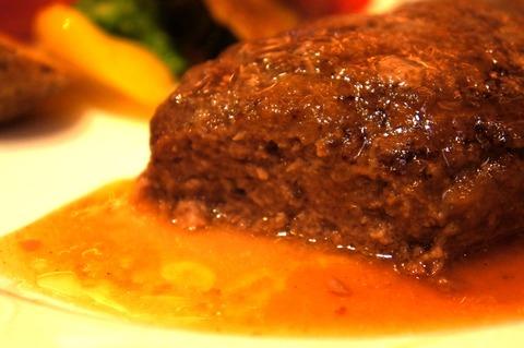 ダブルツリーbyヒルトン那覇のハンバーグの肉汁がすごい