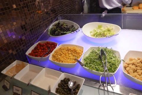 香港スカイシティマリオットホテルのサラダ