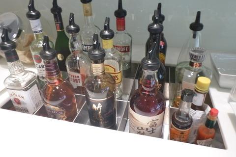 成田空港第2ターミナル、カンタス航空・ビジネスクラスラウンジの洋酒