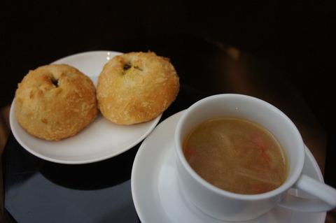 JAL特製焼きカレーパンと野菜スープ