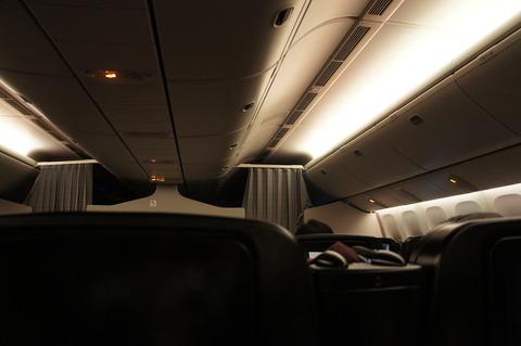 飛行機 夜