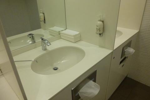 成田空港第2ターミナル、カンタス航空・ビジネスクラスラウンジの洗面台