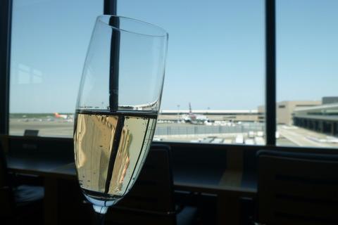 成田空港第2ターミナル、アメリカン航空・アドミラルズクラブのシャンパン