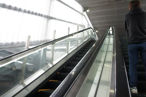 成田空港第3ターミナル通路のゴール