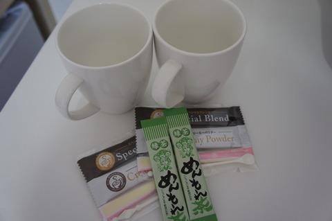 ホテルアベスト那覇国際通り客室のドリンクはコーヒーとお茶