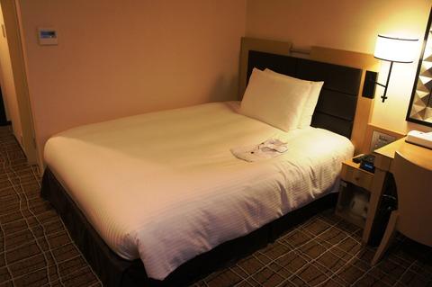 ダブルツリーbyヒルトン那覇ダブルベッドルームのベッド