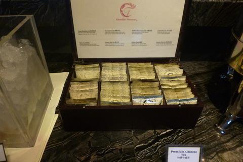 香港スカイシティマリオットホテルのクラブラウンジの中国茶