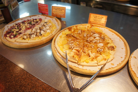 シェーキーズ壺川店デザートピザ