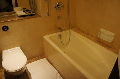 シェラトンタワーズシンガポールのバスルームは大理石