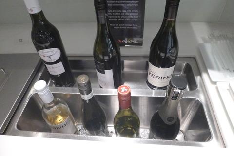 成田空港第2ターミナル、カンタス航空・ビジネスクラスラウンジのワイン