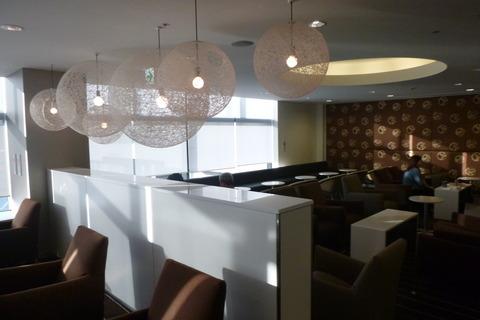 成田空港第2ターミナル、カンタス航空・ビジネスクラスラウンジのソファー