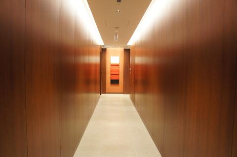 那覇空港サクララウンジの廊下